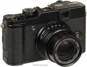 Fujifilm X10 – digital compact camera with manual settings.